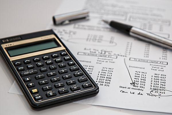 kalkulator i lista płac używany przy kursie kadr i płac