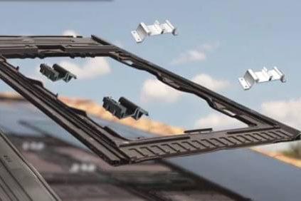 Dach z systemem montażu składający się na pojedyncze moduły doczepiane jeden obok drugiego